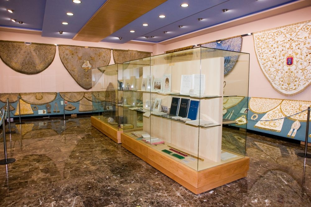 Santuario de Nuestra Señora de  Gracia Caudete museo sala de mantos