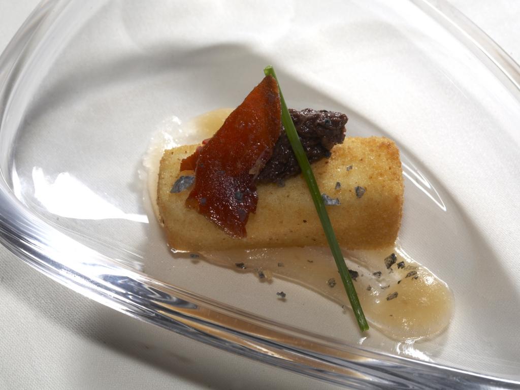 Restaurante Hotel Juanito Taquito de Queso Frito con Morcilla Dulce
